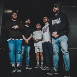 """Brittiläinen hardcore-yhtye Last Hounds julkaisi uuden kappaleensa """"Balaclava"""""""