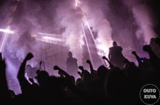 Tanssi- ja laulukielto peruttu – Turmion Kätilöt ja Detset huolehtivat Tampereesta tuplakeikan voimin
